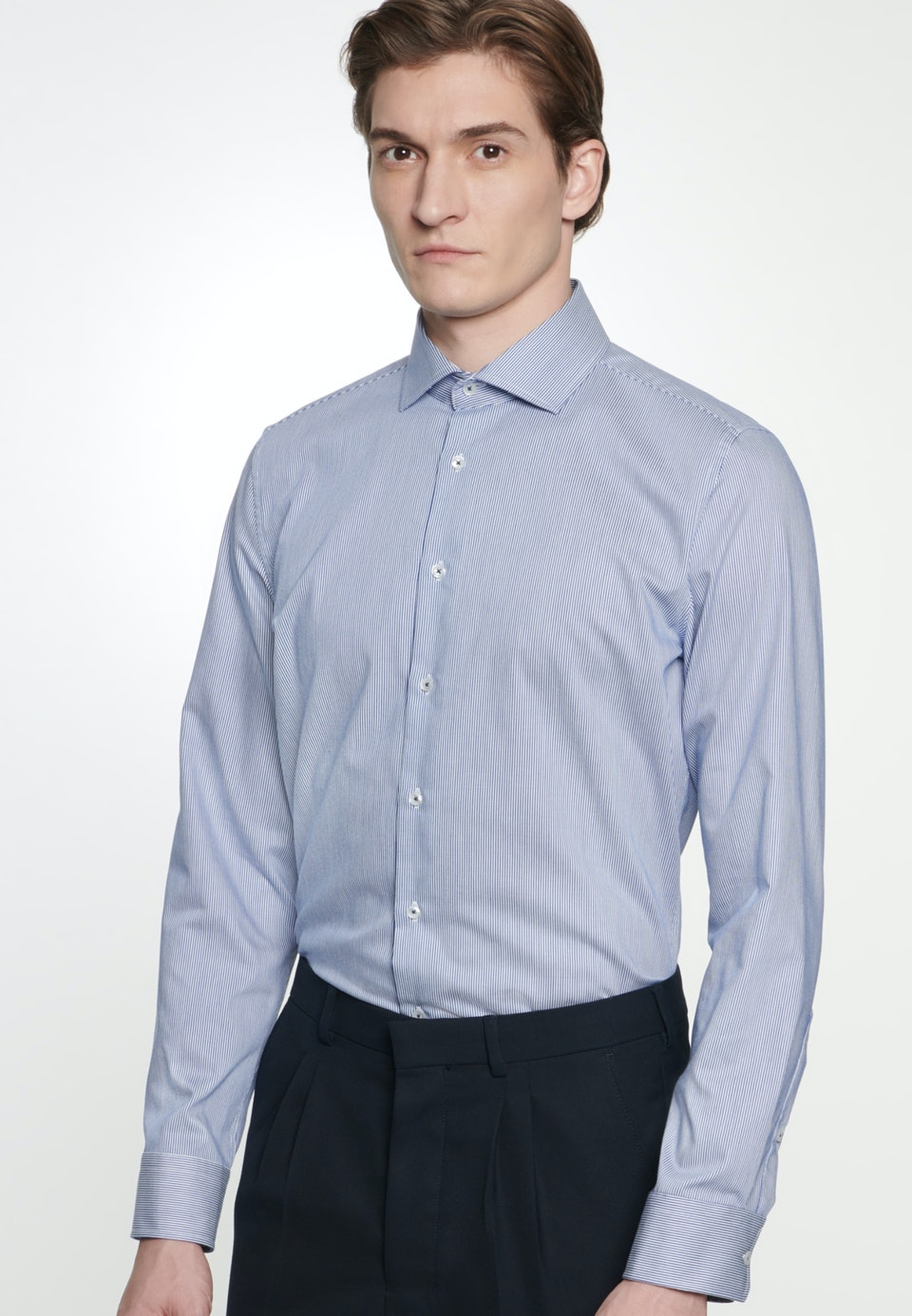 Bügelleichtes Twill Business Hemd in Slim mit Kentkragen in Mittelblau |  Seidensticker Onlineshop