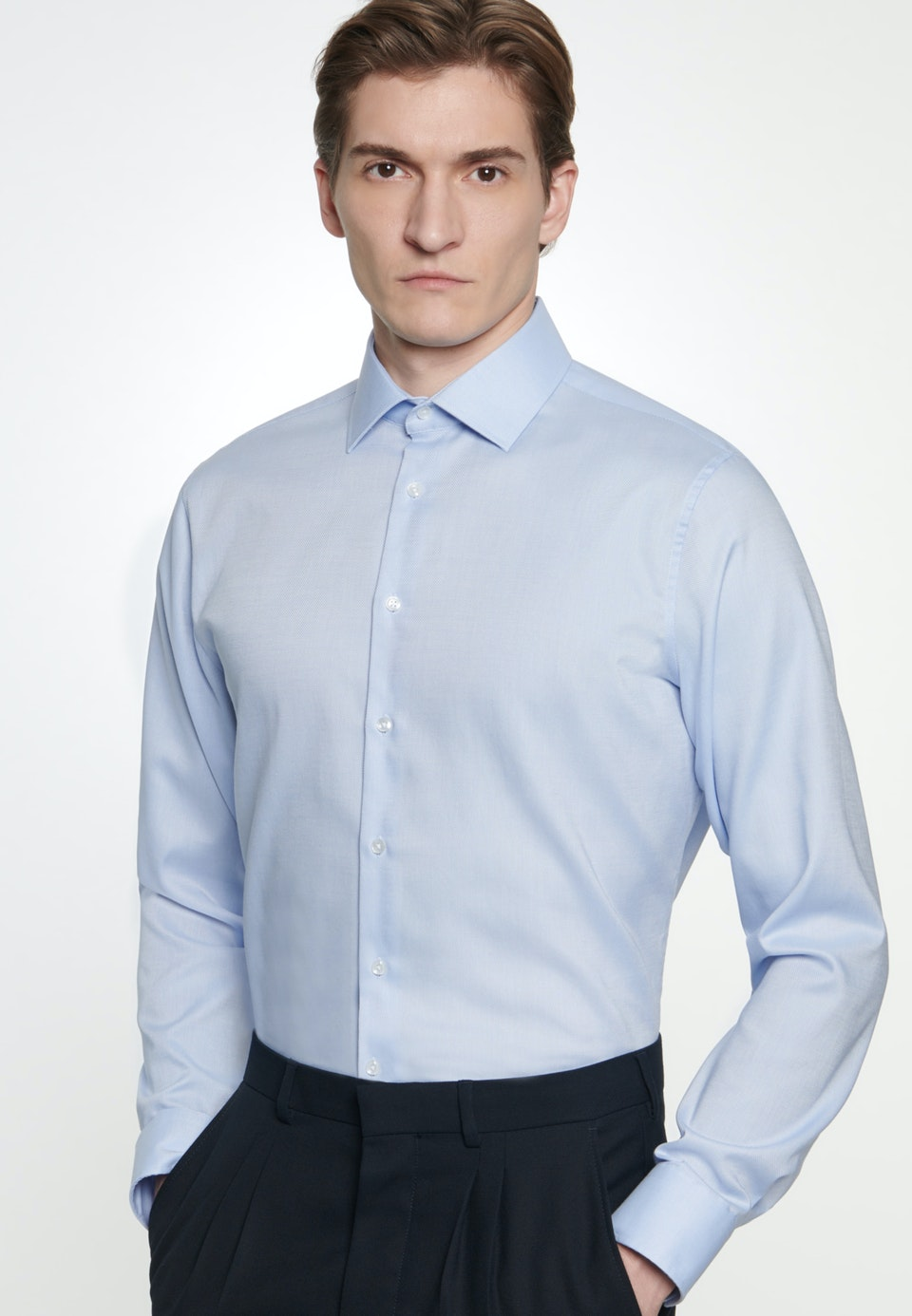 Non-iron Struktur Business Shirt in Shaped with Kent-Collar in Light blue |  Seidensticker Onlineshop