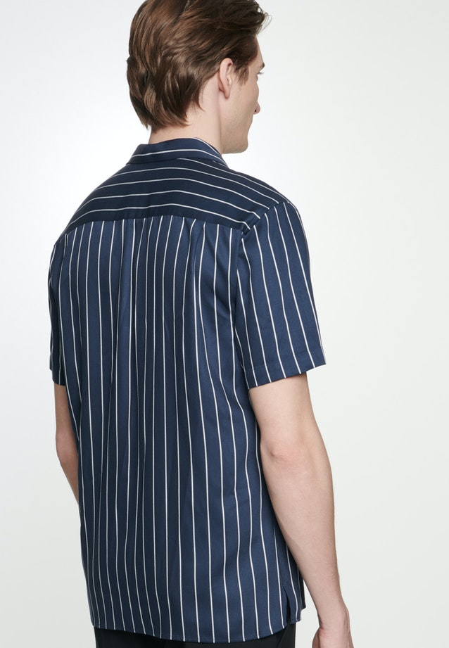 Non-iron Twill Short sleeve Business Shirt in Shaped with Lapel Collar in Dark blue |  Seidensticker Onlineshop