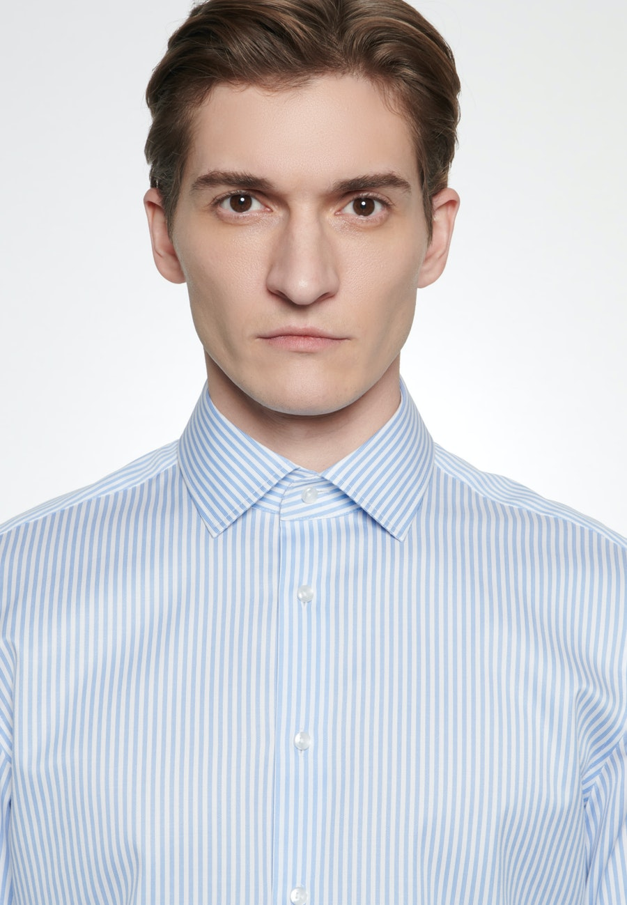 Easy-iron Piqué Business Shirt in Shaped with Kent-Collar in Light blue |  Seidensticker Onlineshop