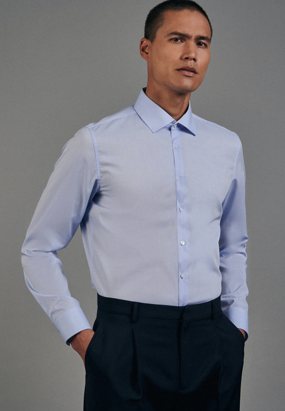 Non-iron Chambray Business Shirt in Slim with Kent-Collar in Light blue |  Seidensticker Onlineshop