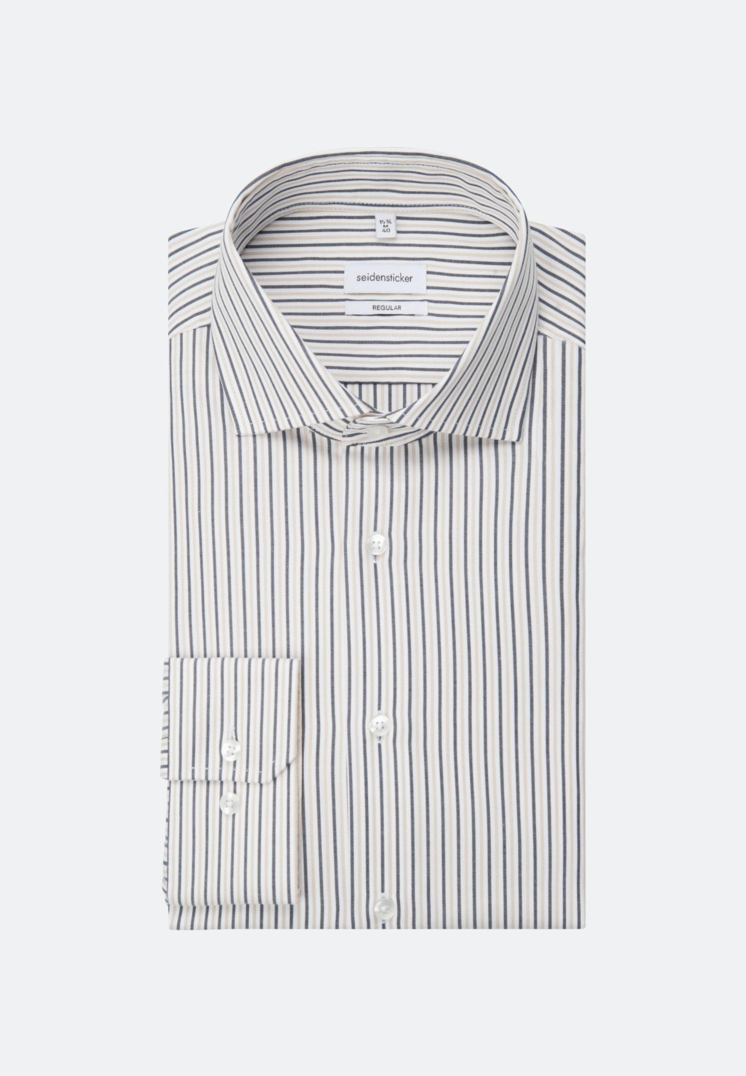 Artikel klicken und genauer betrachten! - Ein verspielter Streifen-Look an einem modern, sportlich geschnittenem Hemd. Dieses Hemd überzeugt auf voller Linie mit seiner Oxford-Webart und den Streifen mit Wiedererkennungswert. Der Schnitt des Hemdes sorgt für die optimale Passform, die durch den Light-Spread-Kent-Kragen noch unterstrichen wird. Legerer Hingucker mit weitenverstellbaren Manschetten.   im Online Shop kaufen
