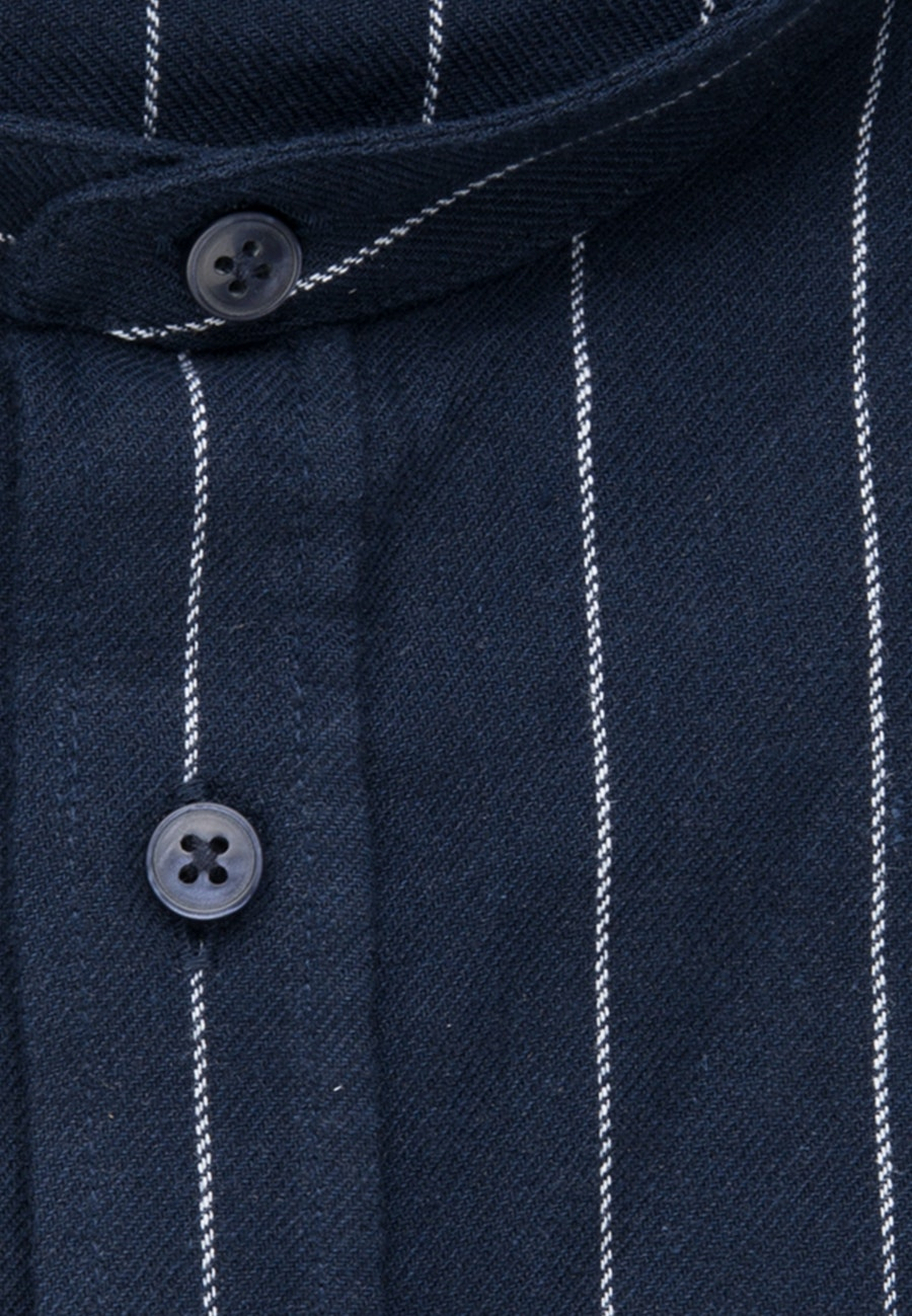 Easy-iron Twill Business Shirt in Shaped with Stand-Up Collar in Dark blue |  Seidensticker Onlineshop