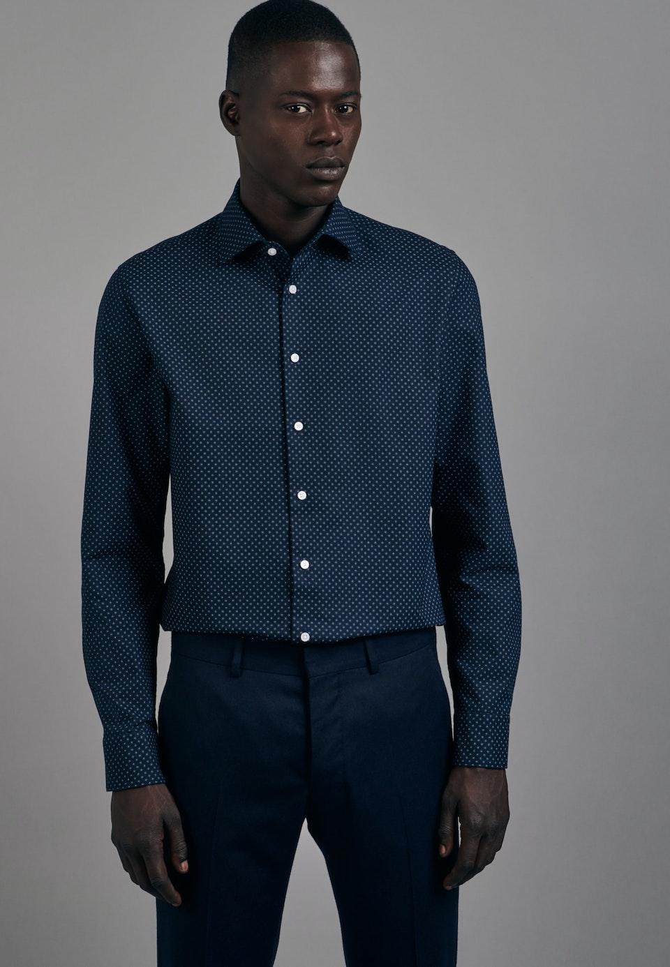 Bügelleichtes Oxford Business Hemd in Shaped mit Kentkragen in Dunkelblau    Seidensticker Onlineshop