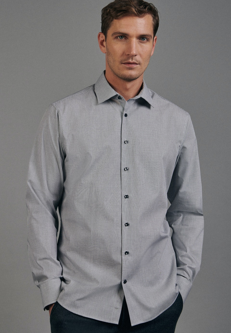 Non-iron Poplin Business Shirt in Shaped with Kent-Collar in Black |  Seidensticker Onlineshop