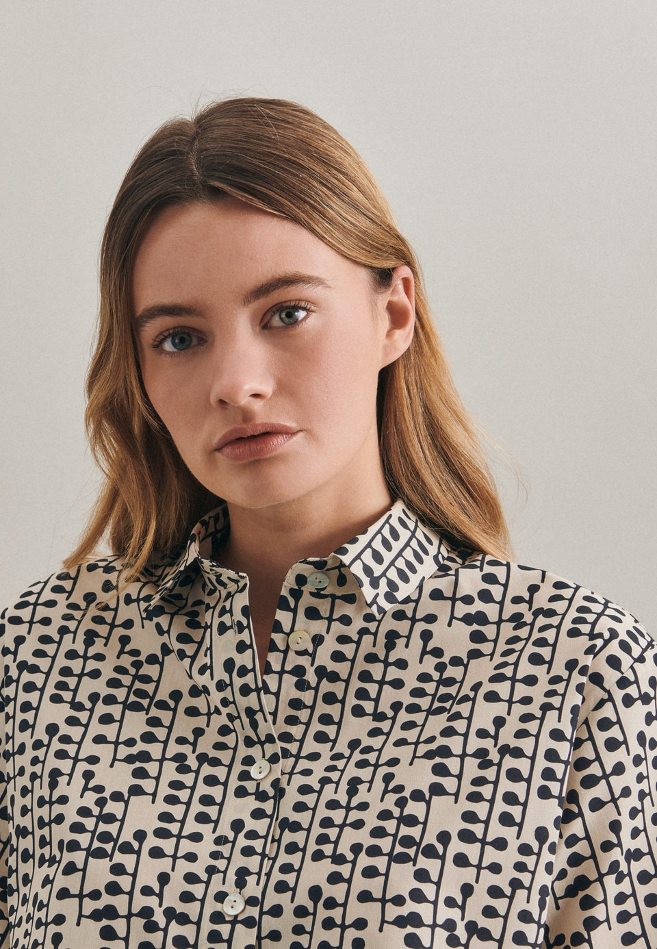 Kurzarm Popeline Hemdbluse aus 100% Baumwolle in Grau |  Seidensticker Onlineshop
