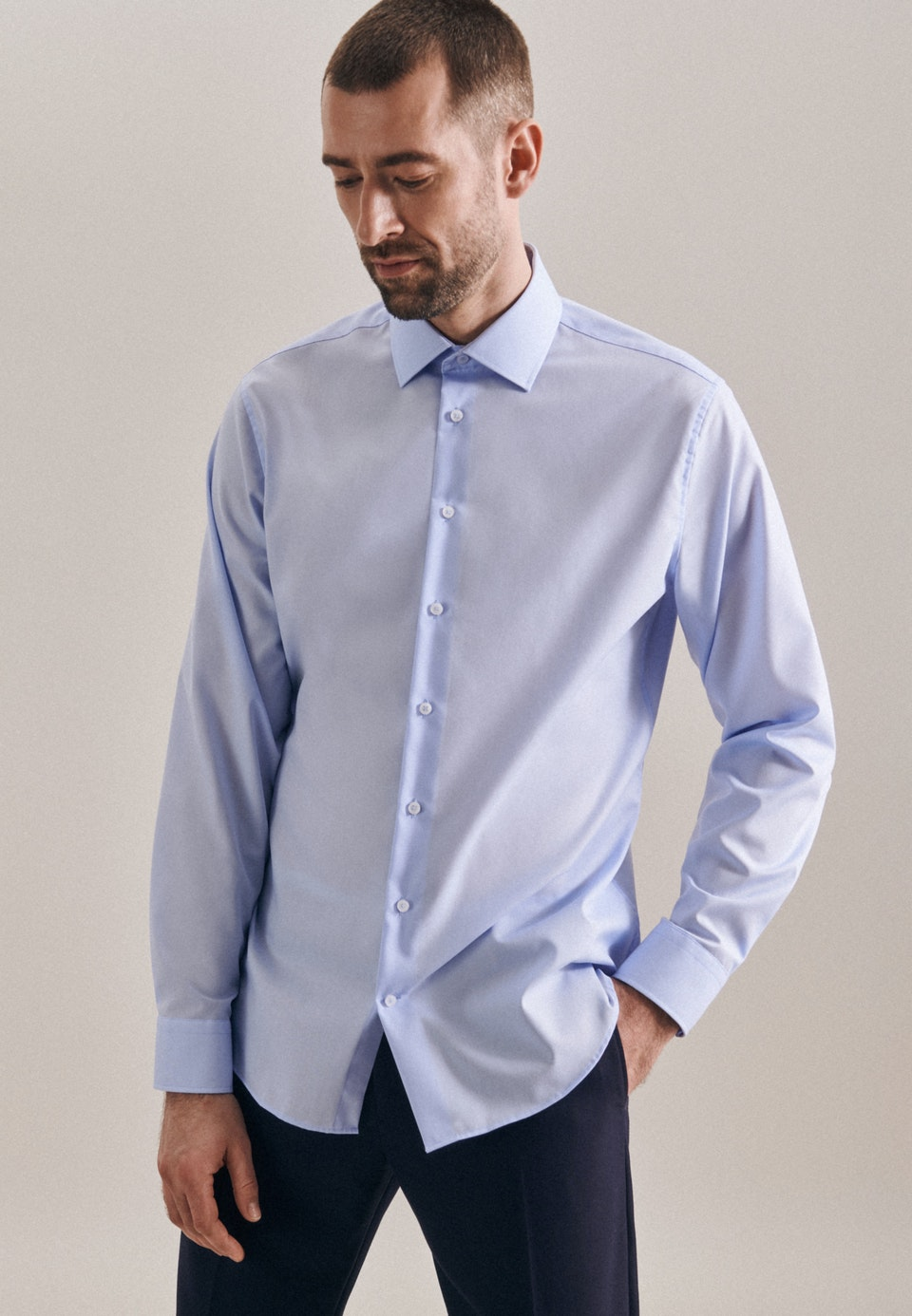 Bügelfreies Popeline Business Hemd in Shaped mit Kentkragen in Mittelblau |  Seidensticker Onlineshop