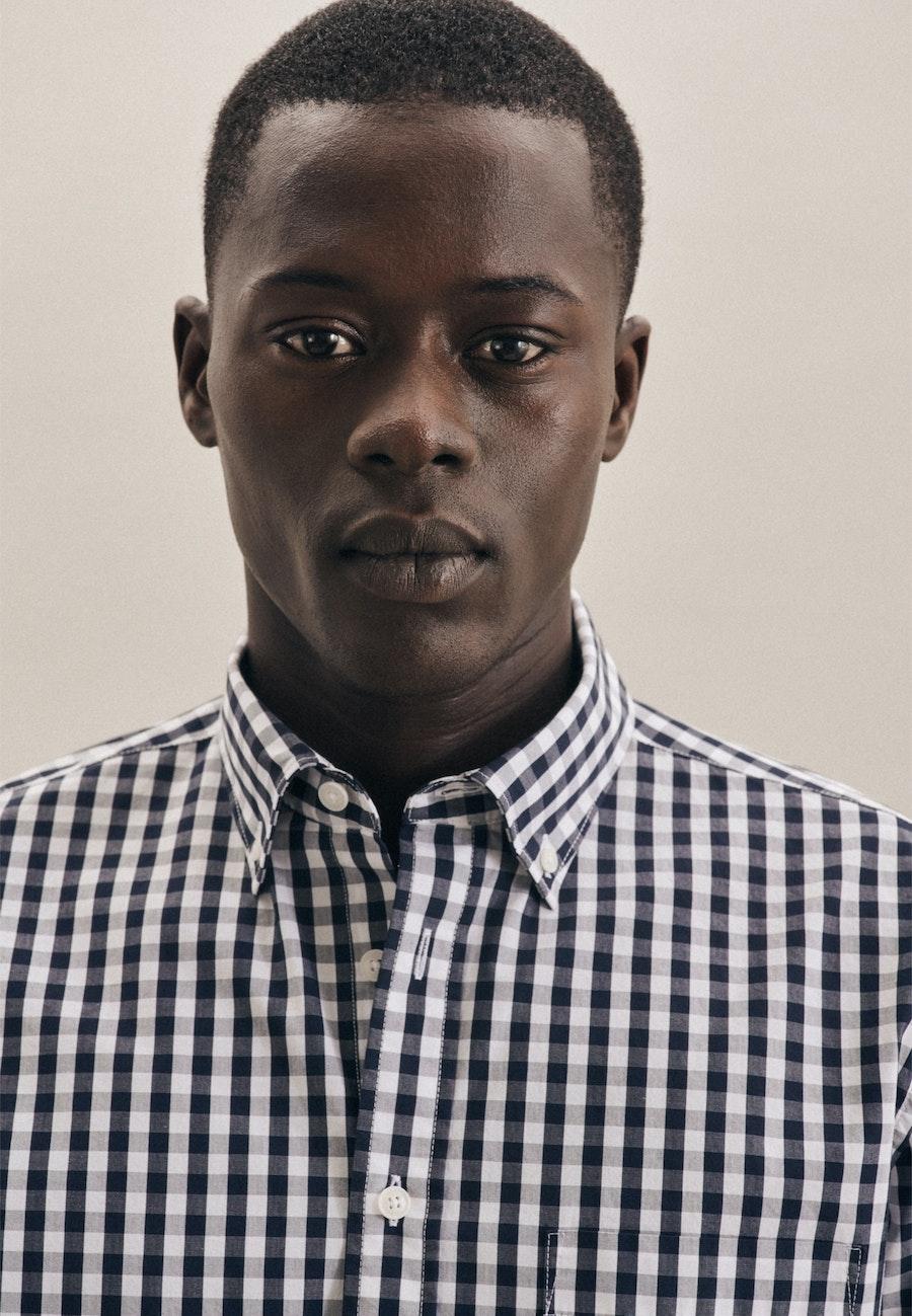 Bügelleichtes Popeline Business Hemd in Slim mit Button-Down-Kragen in Dunkelblau    Seidensticker Onlineshop