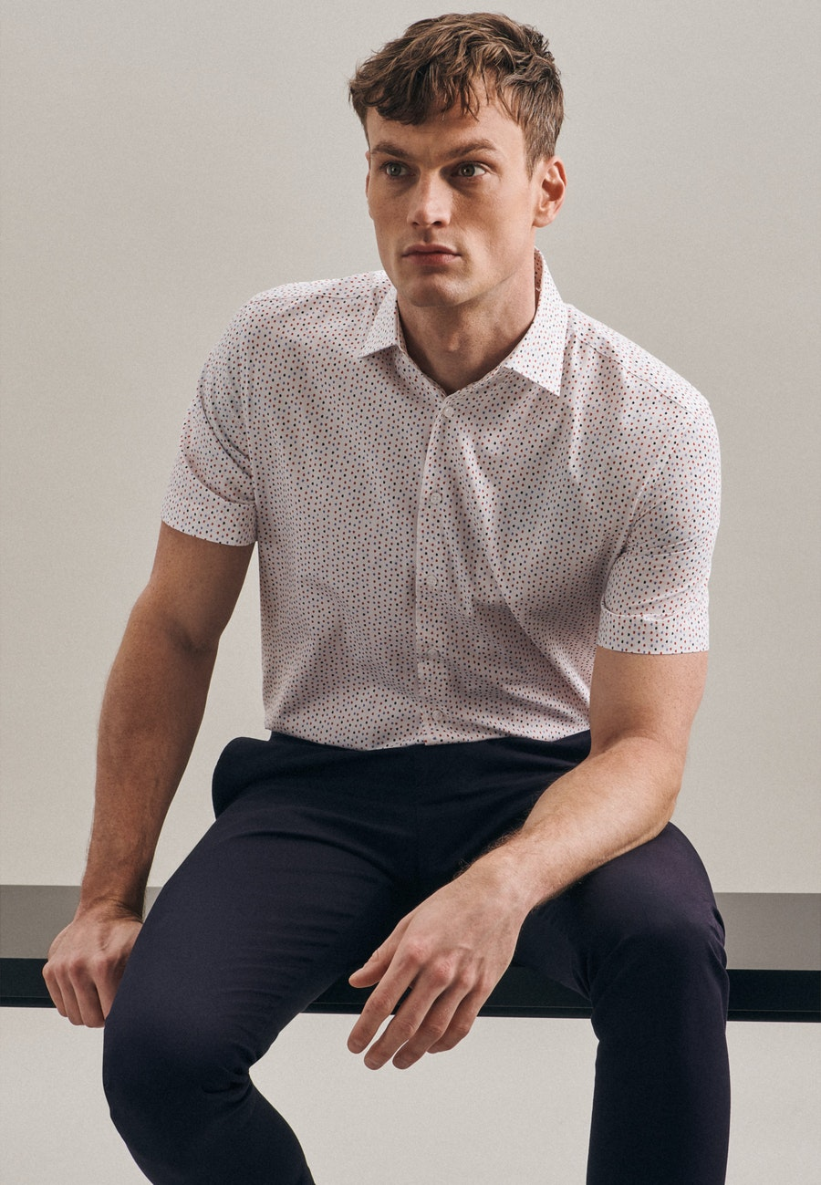Easy-iron Popeline Short sleeve Business Shirt in Shaped with Kent-Collar in Red |  Seidensticker Onlineshop