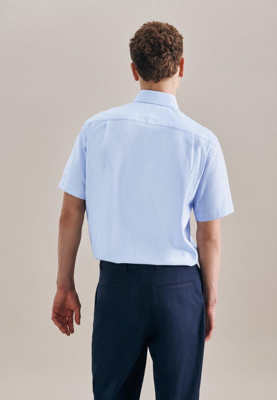 Bügelfreies Struktur Kurzarm Business Hemd in Regular mit Kentkragen in Hellblau |  Seidensticker Onlineshop