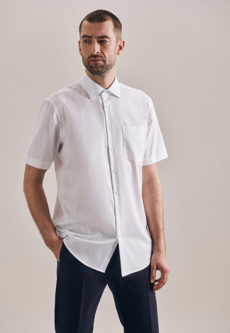 Bügelfreies Struktur Kurzarm Business Hemd in Regular mit Kentkragen in Weiß |  Seidensticker Onlineshop
