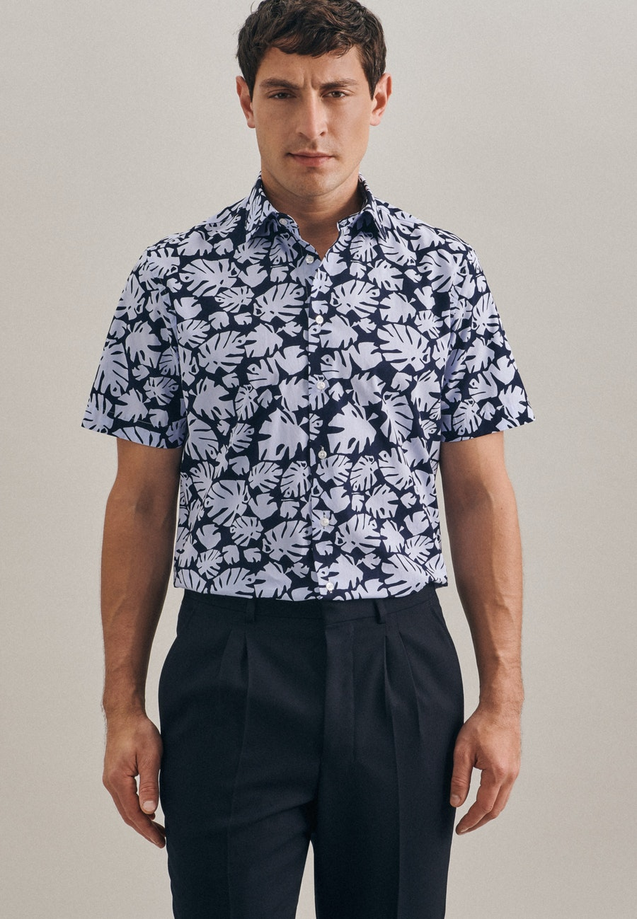 Easy-iron Popeline Short sleeve Business Shirt in Slim with Kent-Collar in Light blue |  Seidensticker Onlineshop