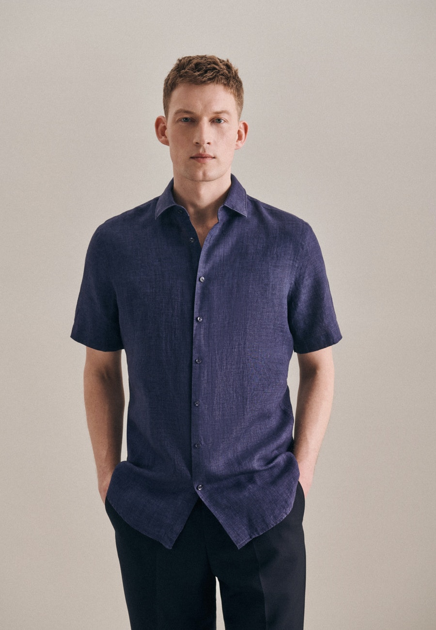 Bügelleichtes Leinen Kurzarm Business Hemd in Shaped mit Kentkragen in Dunkelblau    Seidensticker Onlineshop