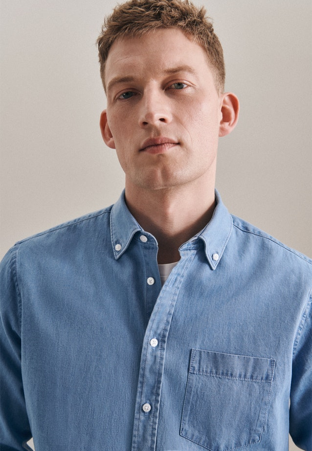 Bügelleichtes Denim Business Hemd in Shaped mit Button-Down-Kragen in Hellblau |  Seidensticker Onlineshop