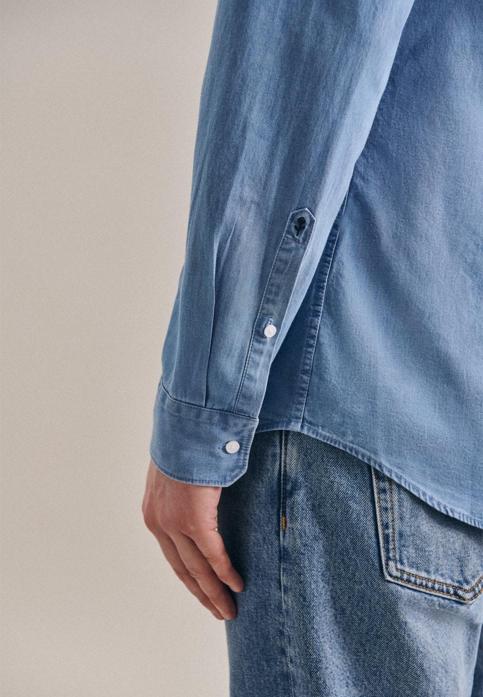 Easy-iron Denim Business Shirt in Shaped with Button-Down-Collar in Light blue    Seidensticker Onlineshop