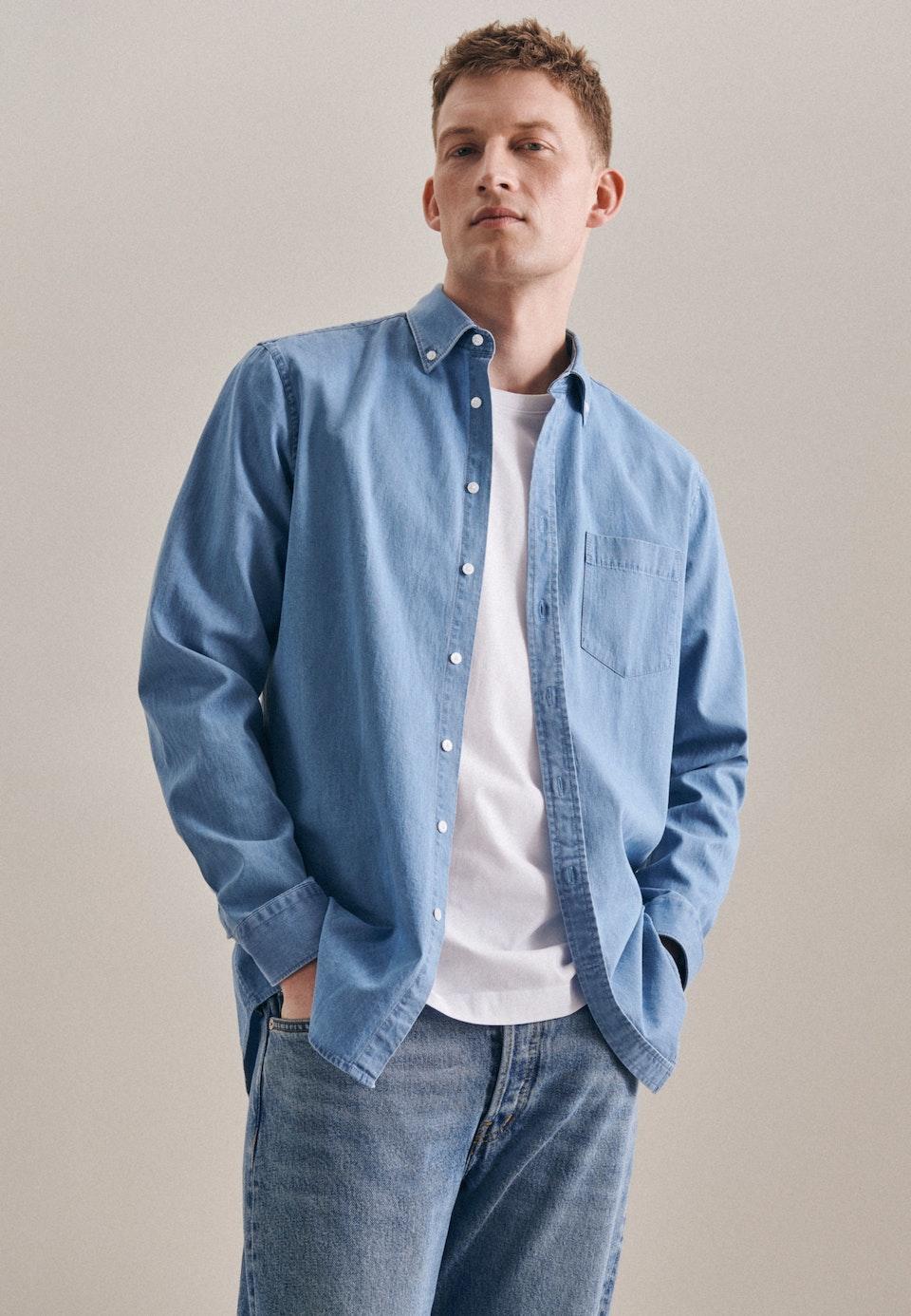 Easy-iron Denim Business Shirt in Shaped with Button-Down-Collar in Light blue |  Seidensticker Onlineshop