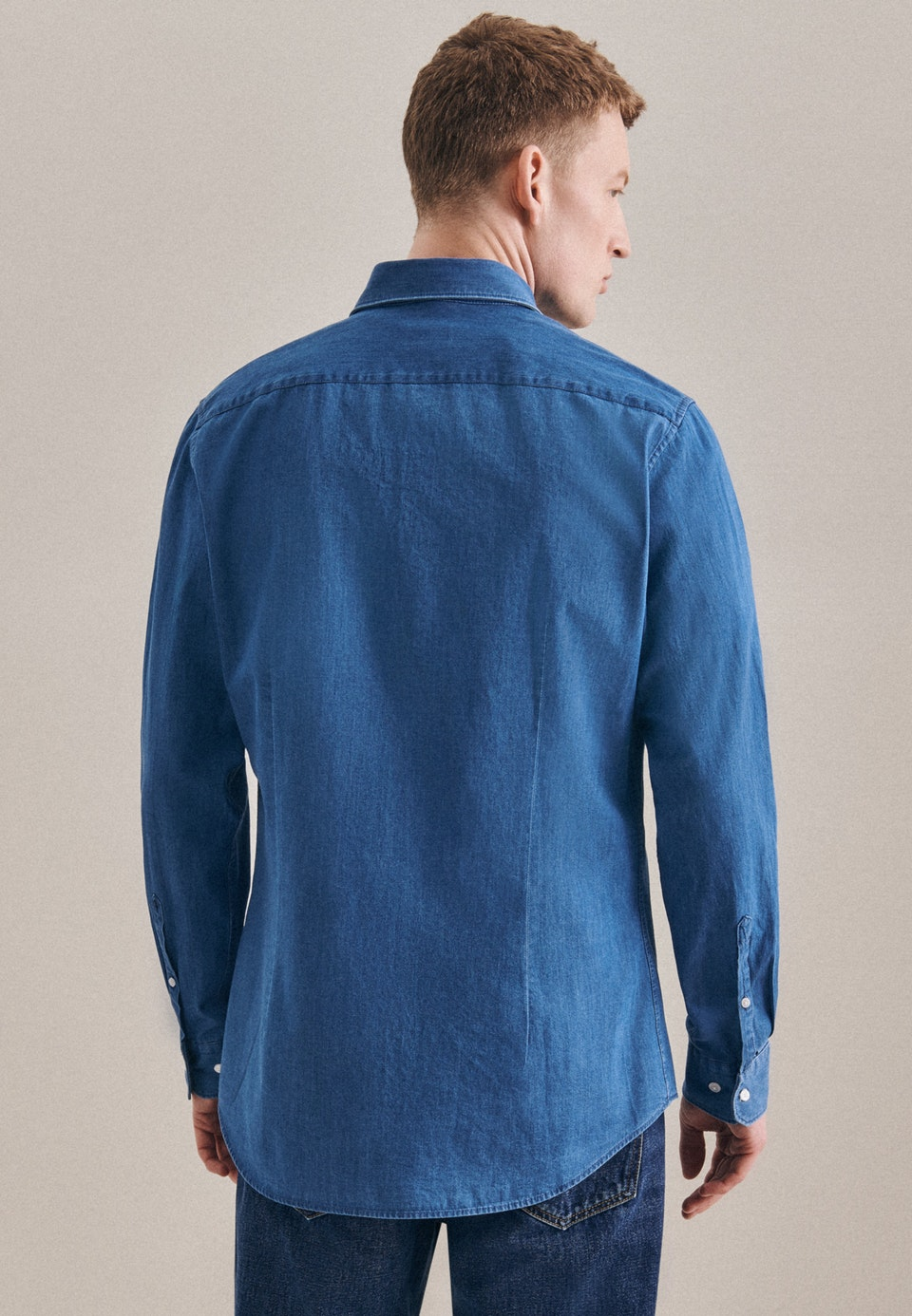 Easy-iron Denim Business Shirt in Shaped with Button-Down-Collar in Medium blue |  Seidensticker Onlineshop