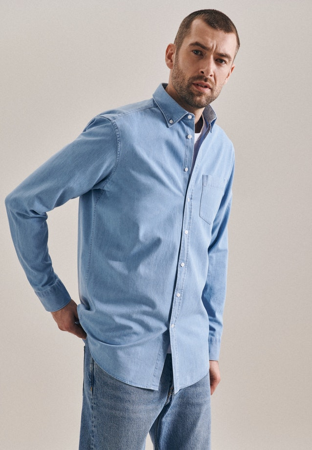 Easy-iron Denim Business Shirt in Regular with Button-Down-Collar in Light blue |  Seidensticker Onlineshop