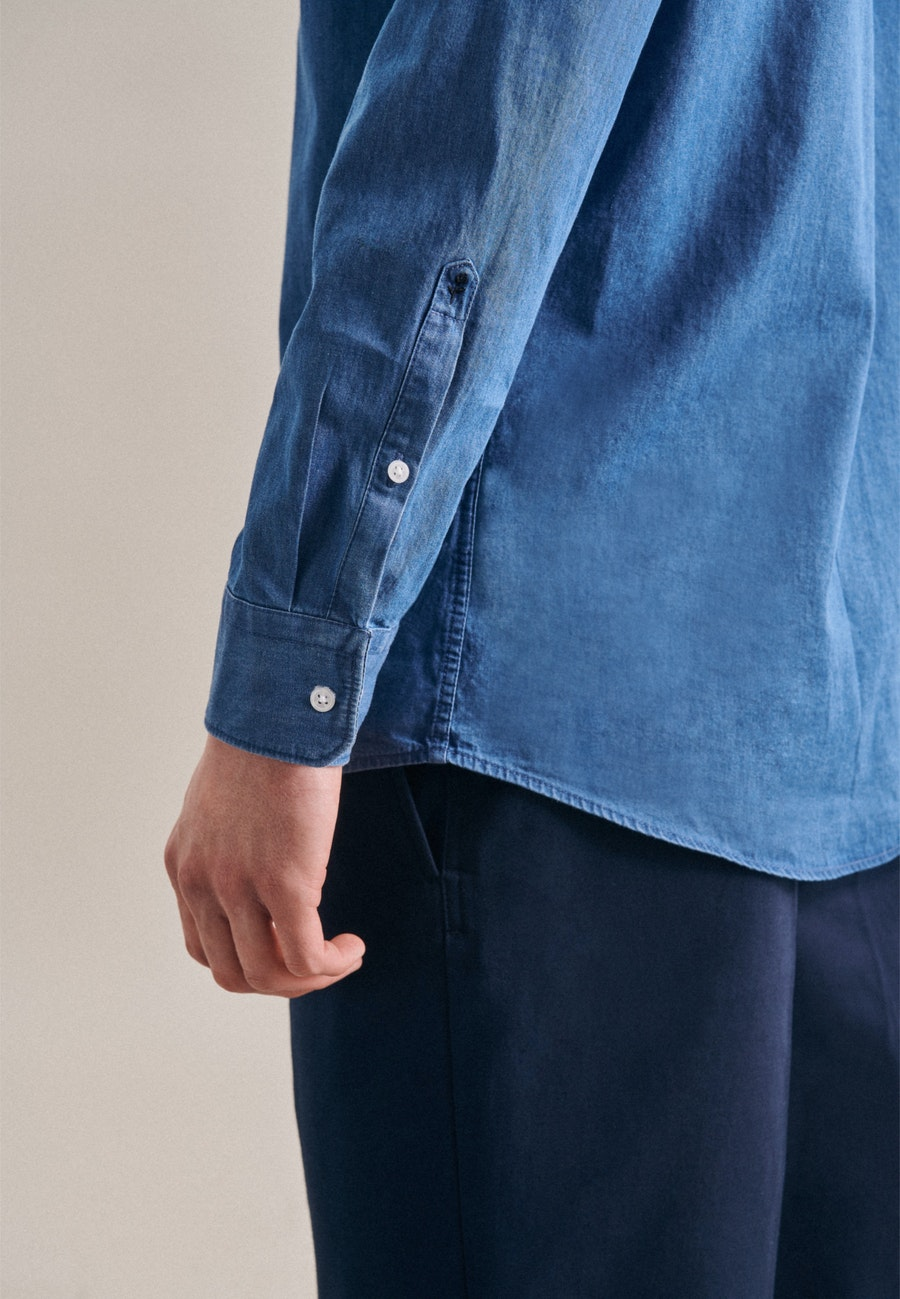 Easy-iron Denim Business Shirt in Regular with Button-Down-Collar in Medium blue |  Seidensticker Onlineshop