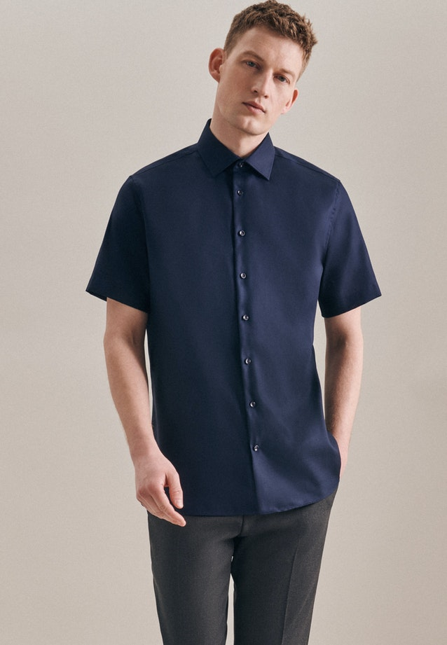 Non-iron Struktur Short sleeve Business Shirt in Shaped with Kent-Collar in Dark blue |  Seidensticker Onlineshop