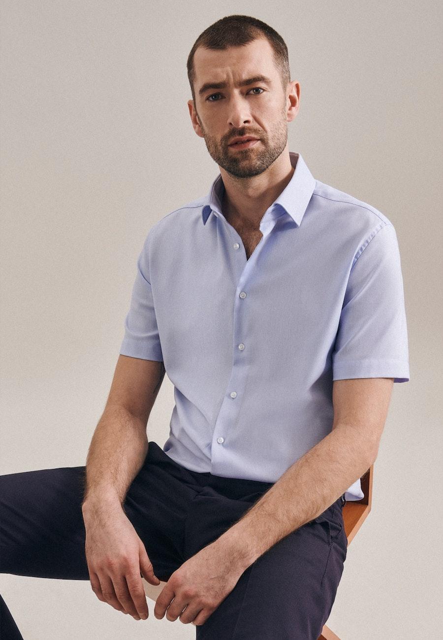 Bügelfreies Struktur Kurzarm Business Hemd in Slim mit Kentkragen in Hellblau |  Seidensticker Onlineshop
