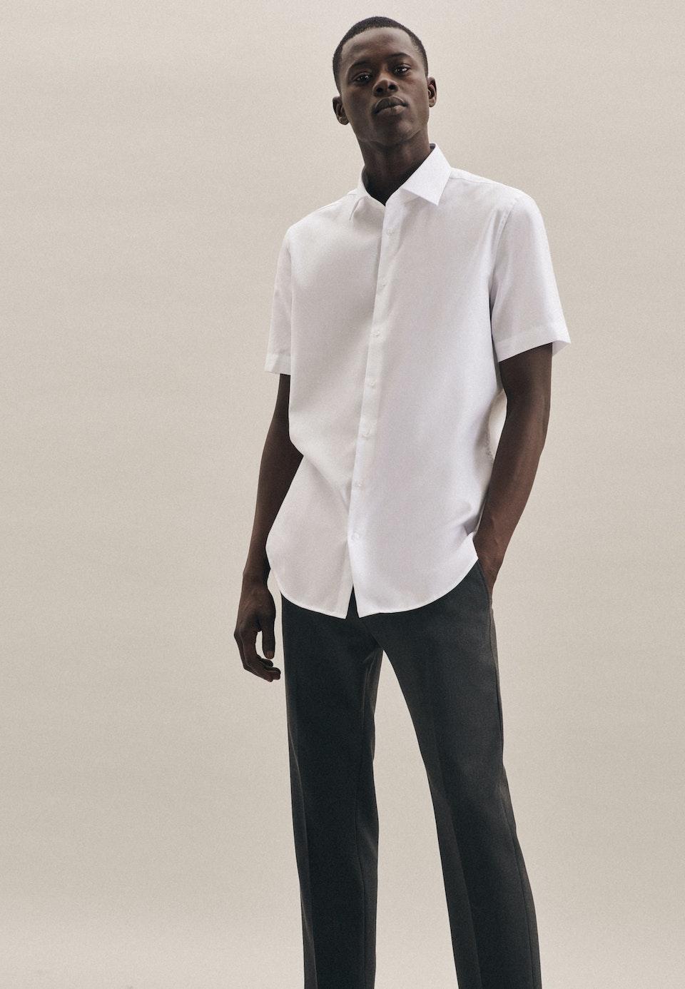 Bügelfreies Struktur Kurzarm Business Hemd in Slim mit Kentkragen in Weiß |  Seidensticker Onlineshop