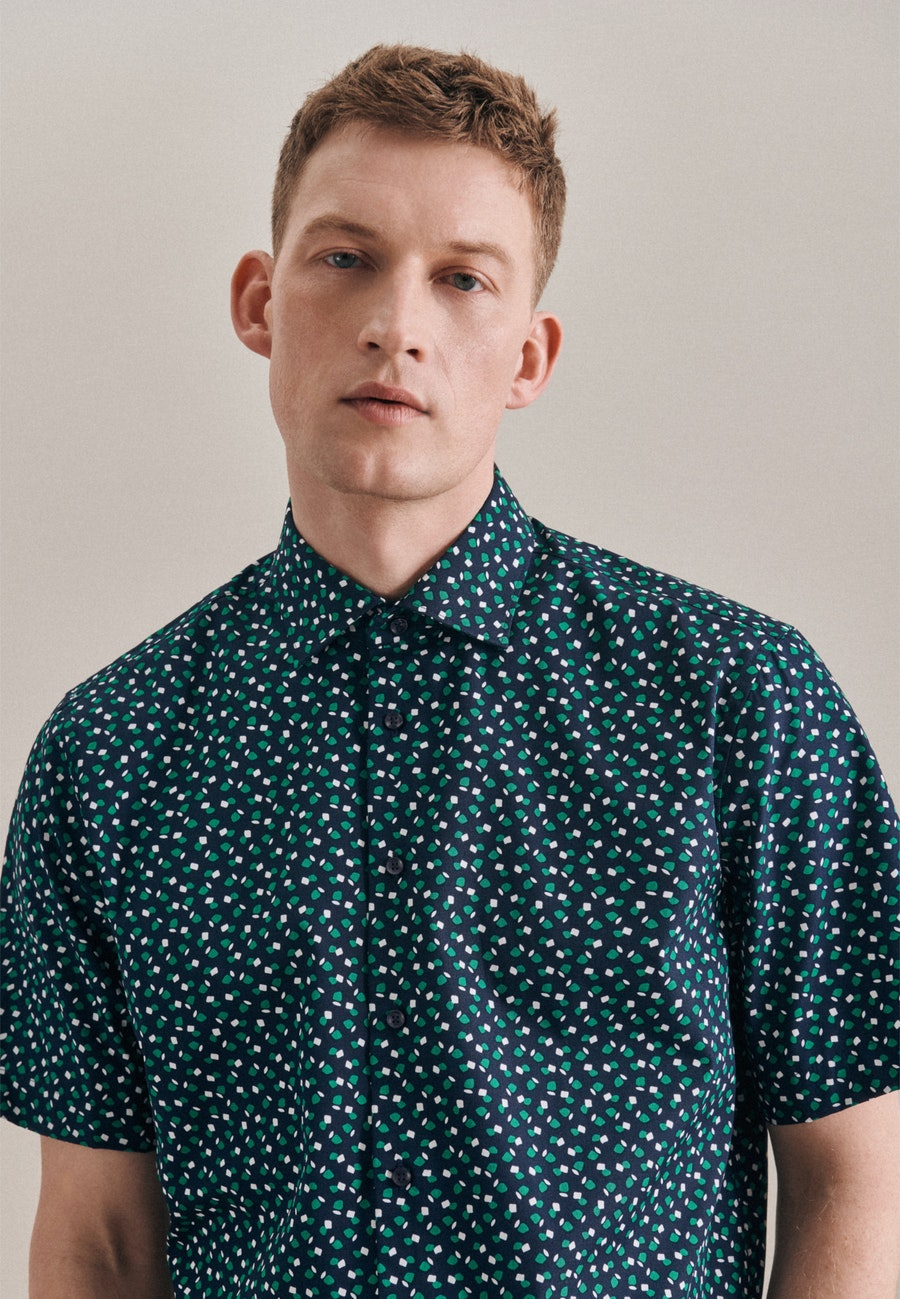 Bügelleichtes Popeline Kurzarm Business Hemd in Regular mit Kentkragen in Grün    Seidensticker Onlineshop