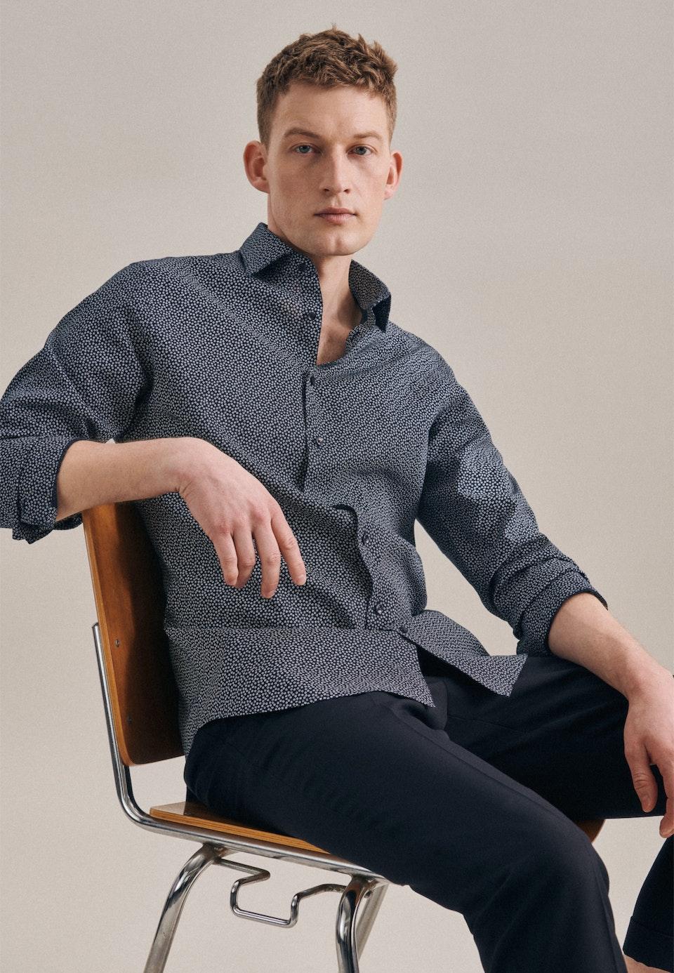 Leinen Leinenhemd in Shaped mit Kentkragen in Dunkelblau    Seidensticker Onlineshop