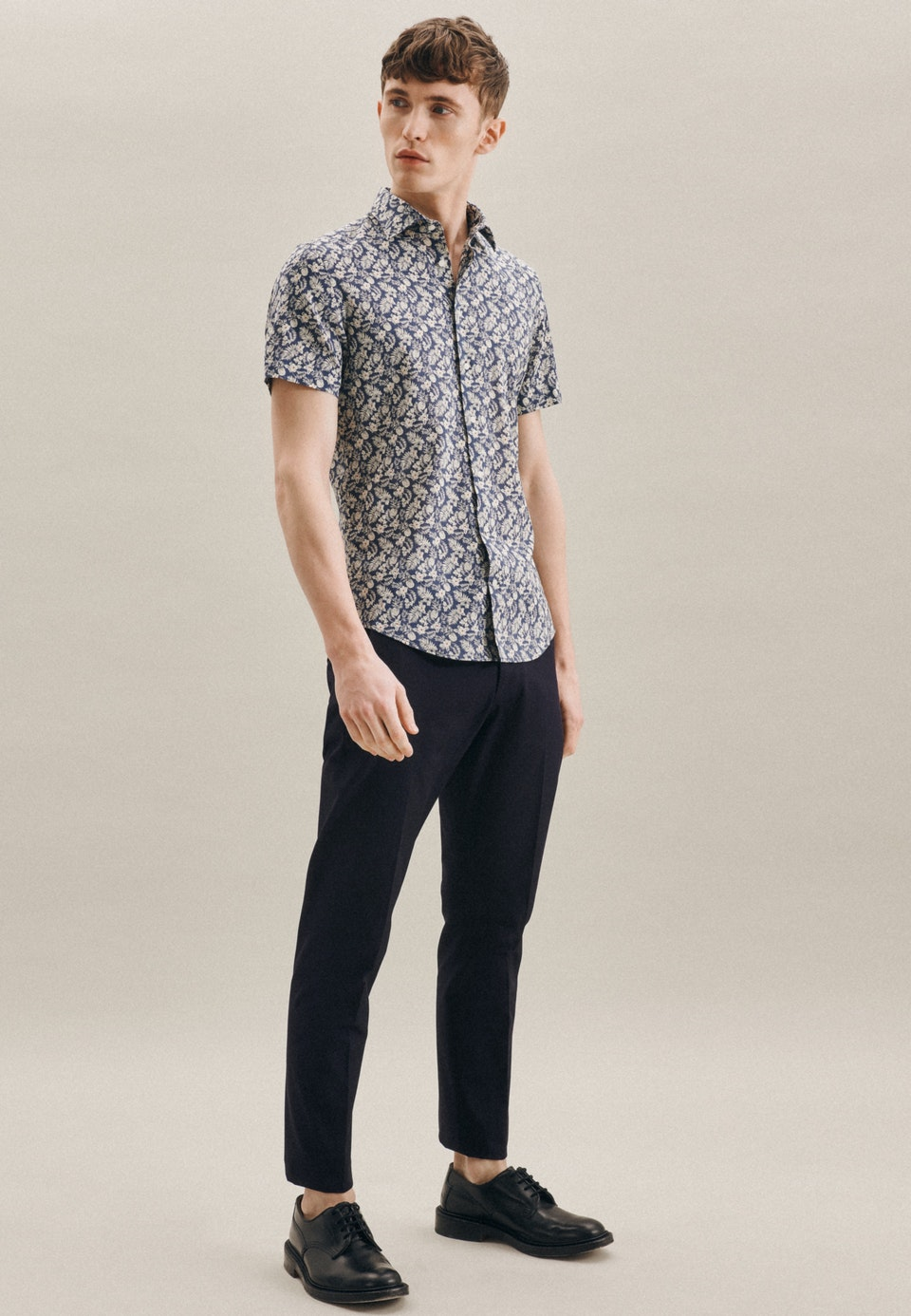 Easy-iron Linen Short sleeve Business Shirt in Shaped with Kent-Collar in Brown |  Seidensticker Onlineshop
