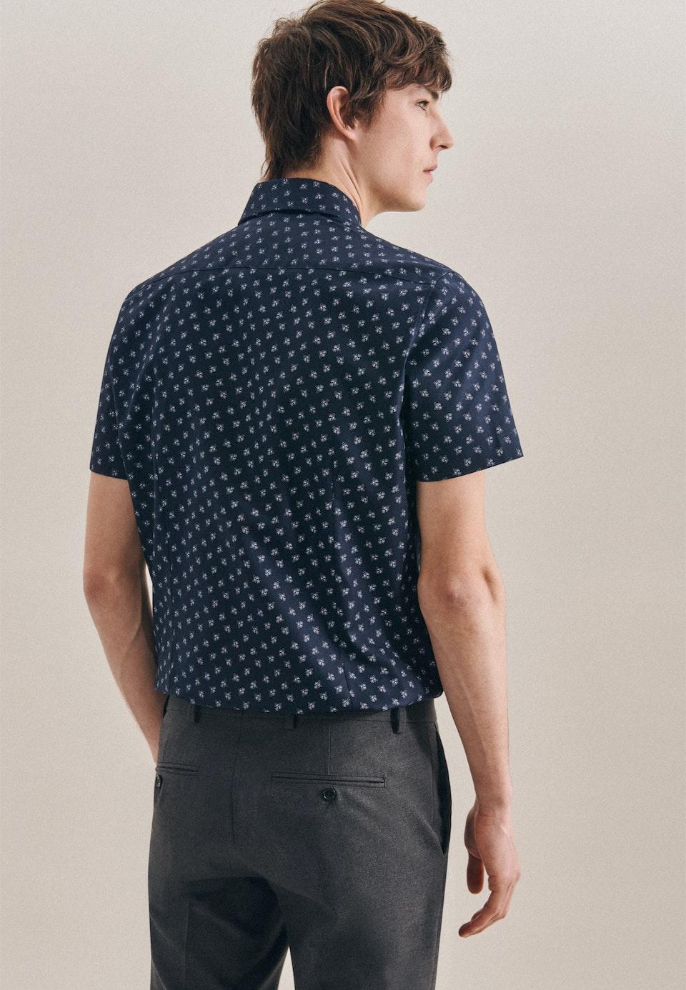 Bügelleichtes Oxford Kurzarm Business Hemd in Slim mit Kentkragen in Dunkelblau |  Seidensticker Onlineshop