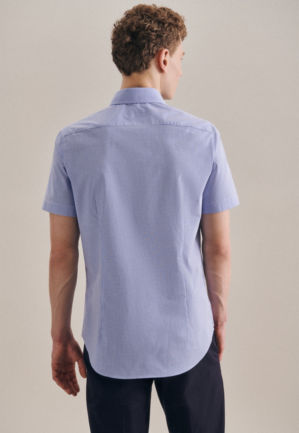 Non-iron Poplin Short sleeve Business Shirt in Shaped with Kent-Collar in Light blue |  Seidensticker Onlineshop