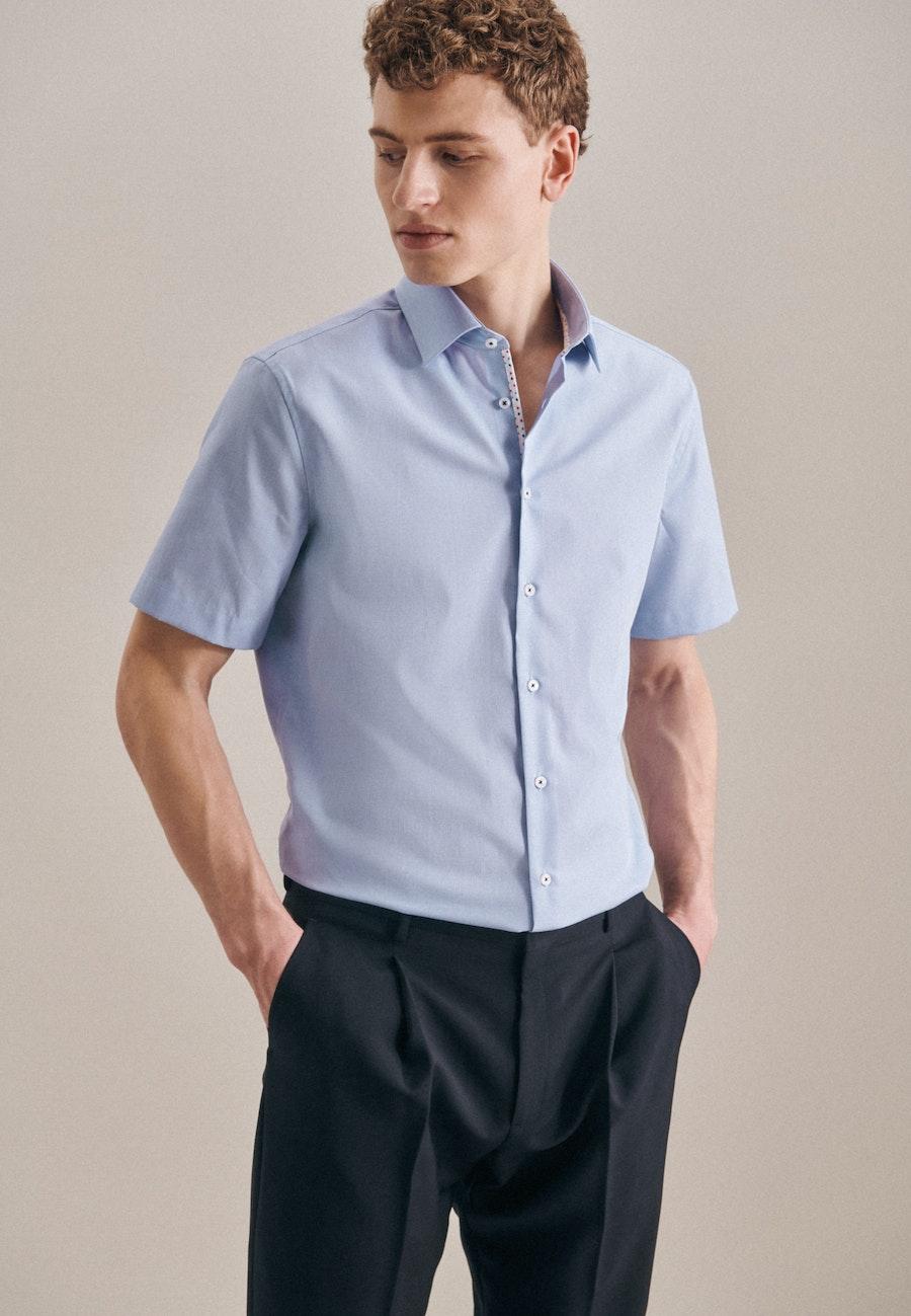 Bügelfreies Struktur Kurzarm Business Hemd in Shaped mit Kentkragen in Hellblau |  Seidensticker Onlineshop