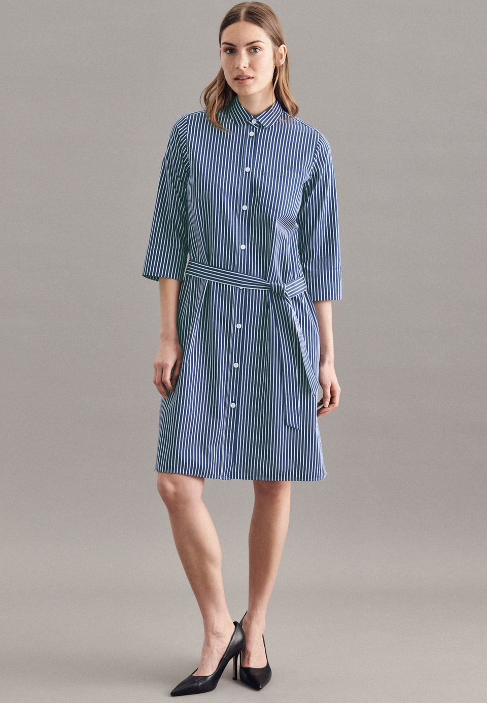 Satin Midi Kleid aus 100% Baumwolle in Dunkelblau    Seidensticker Onlineshop