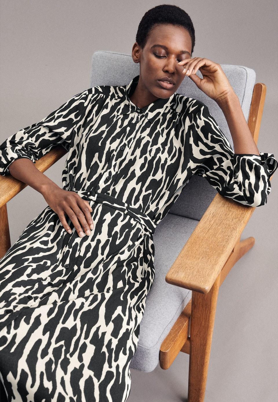 Krepp Maxi Kleid aus 100% Viskose in Dunkelblau |  Seidensticker Onlineshop