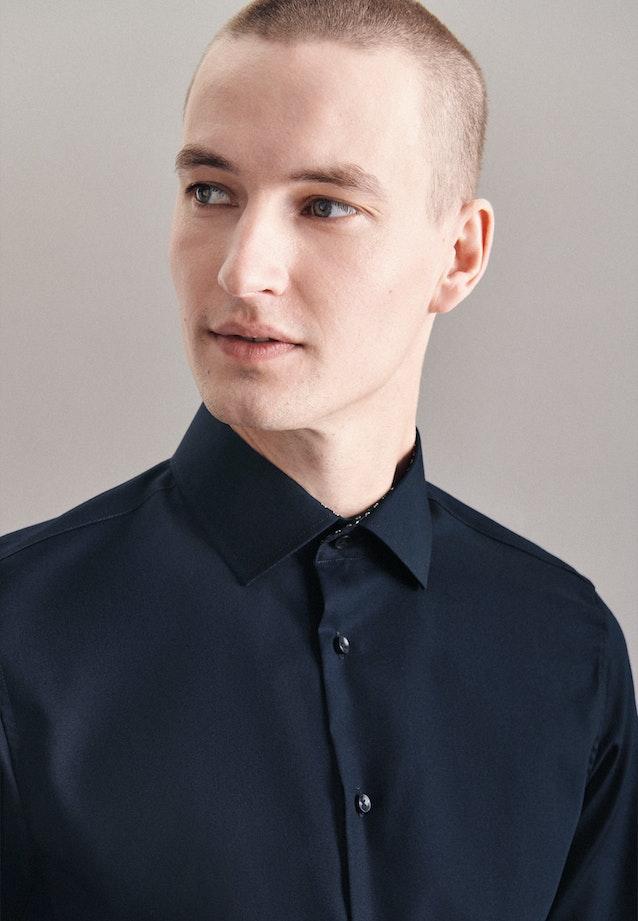 Bügelfreies Popeline Business Hemd in Shaped mit Kentkragen und extra langem Arm in Dunkelblau |  Seidensticker Onlineshop