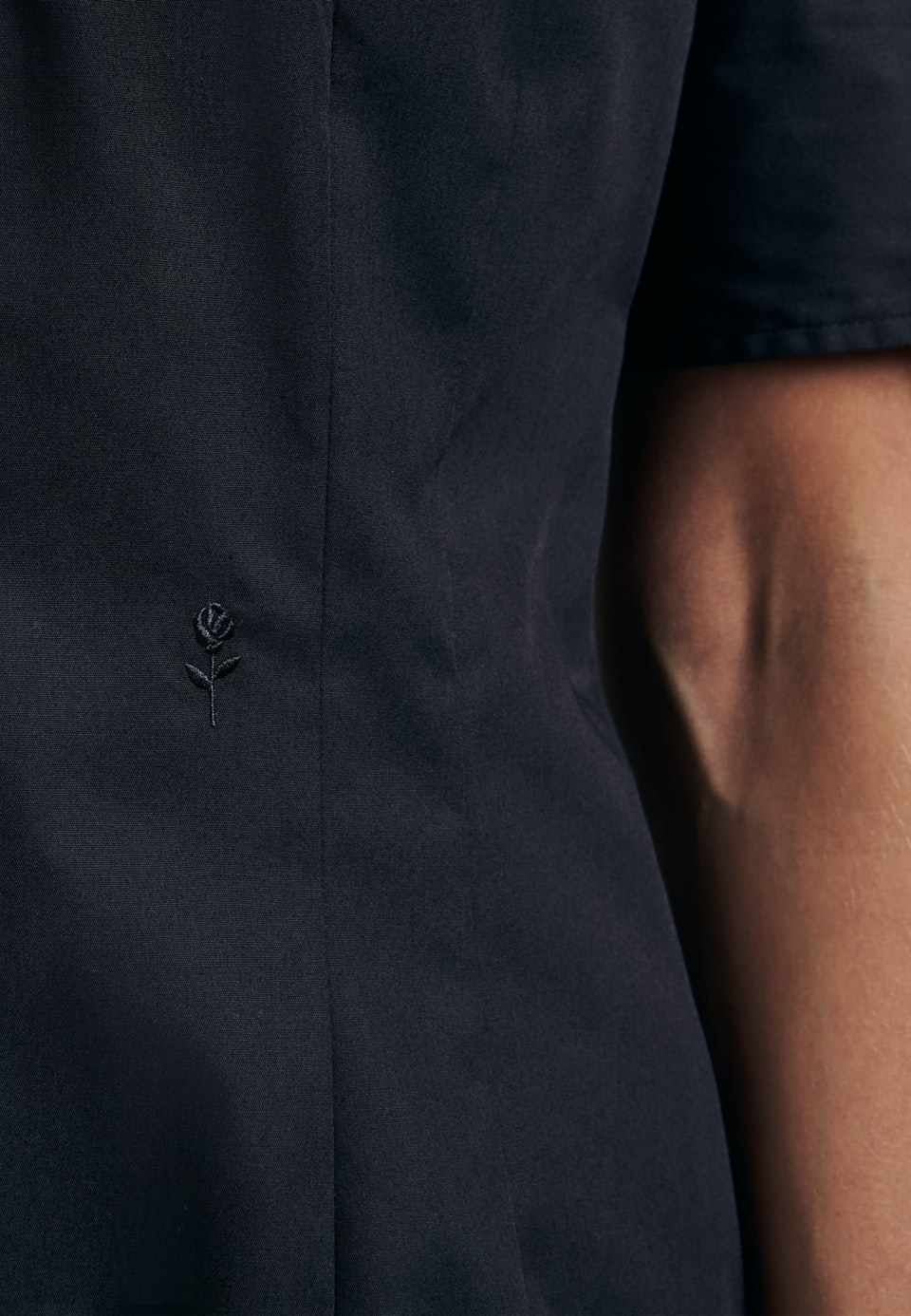 Non-iron Short sleeve Popeline Shirt Blouse made of 100% Cotton in Black |  Seidensticker Onlineshop