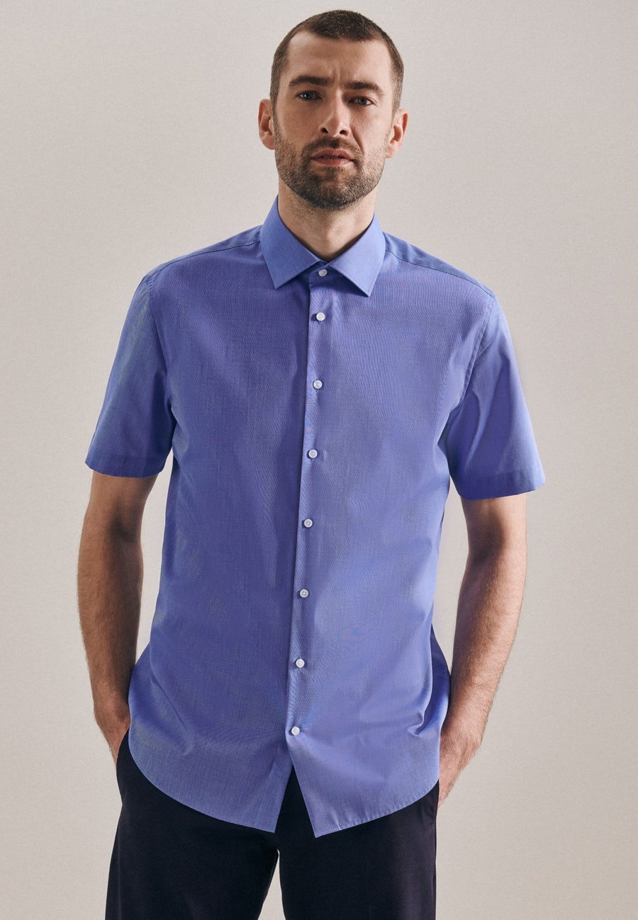 Bügelfreies Fil a fil Kurzarm Business Hemd in Shaped mit Kentkragen in Mittelblau    Seidensticker Onlineshop