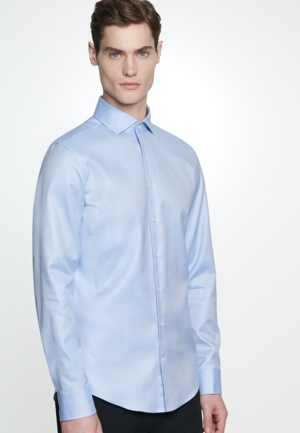 Bügelleichtes Twill Business Hemd in Slim mit Kentkragen in Hellblau    Seidensticker Onlineshop