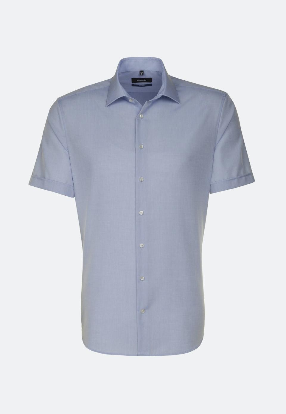 Bügelfreies Chambray Kurzarm Business Hemd in Shaped mit Kentkragen in Mittelblau    Seidensticker Onlineshop